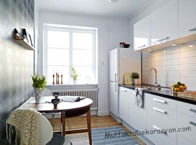 Yarı yuvarlar mutfak masası