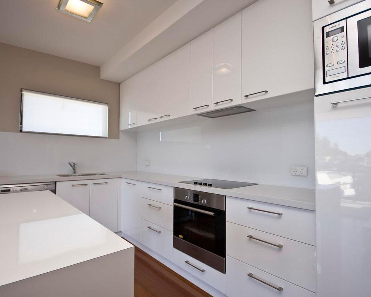 Koyu renkli modern bambu mutfak dolab modeli moda dekorasyonlar - Vizon Rengi Mutfak Dolaplari 34