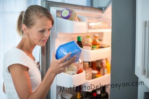 Temizliğinen önce buzdolabında herşey çıkarılmalı