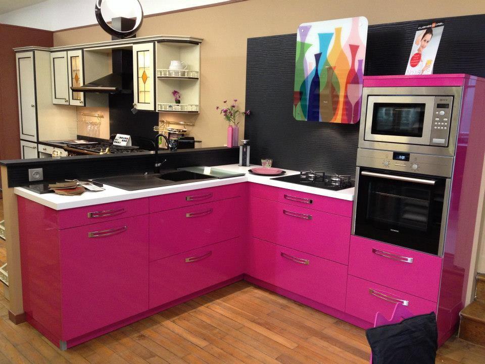 fusya-rengi-mutfak-dekorasyonu-43