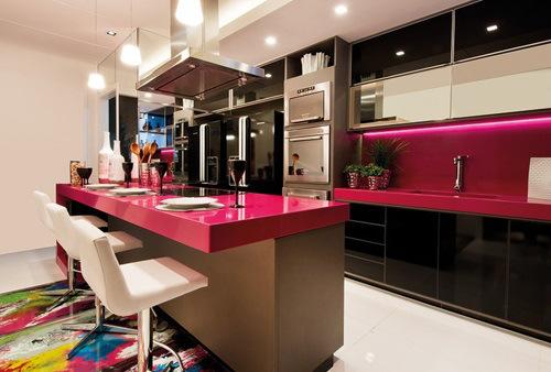 fusya-rengi-mutfak-dekorasyonu-56